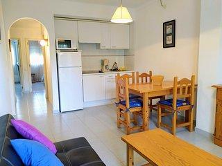 Magda: Moderno apartamento con TERRAZA, PISCINA, a 700m de la playa 6p