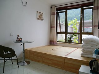 Walk to Great Wall, Sunshine Tatami room for 2-4 people