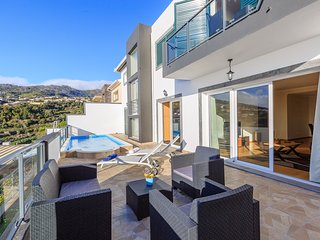 Lovely NEW villa in Calheta, sea-view, special 2019 prices – Casa da Belita
