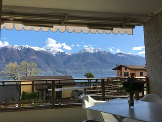 Stylish apartment with lake view, near Locarno