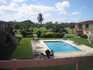 R and R Vacation Rentals 1 Bed 1 bath with pool on golf course