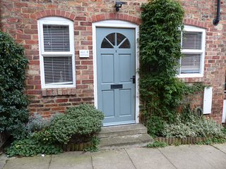Duck Cottage - in a quiet Mews, just off Thirsk Marketplace