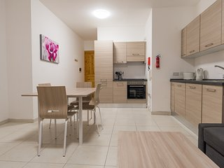 Gzira Apartment, prime location