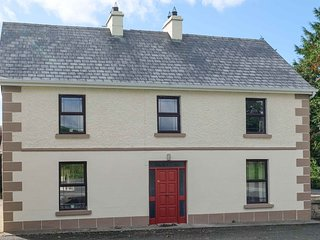 Garadice View Farmhouse, lakeshore house with houseowned boats, Ballinamore