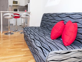 Cozy apartment in the center of Stobreč with Parking, Internet, Washing machine,