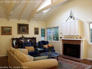 Charming Carmel Cottage- Walk to Carmel by the Sea, Restaurants, Shops, Golf
