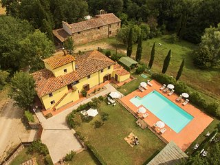 Spacious Country House 'Covo' in Tuscany  with Pool