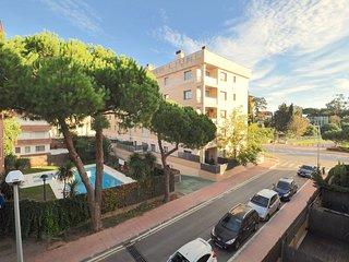 Cozy apartment a short walk away (247 m) from the 'Platja de Fenals' in Lloret d