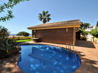 Cozy house a short walk away (428 m) from the 'Platja Canyelles' in Lloret de Ma