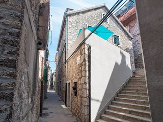 Cozy apartment in the center of Šibenik with Internet, Washing machine, Air cond