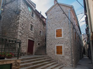 Spacious apartment in the center of Šibenik with Internet, Washing machine, Air