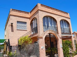 Spacious house close to the center of Oliva with Internet, Washing machine, Balc