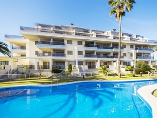 Spacious apartment a short walk away (225 m) from the 'Playa de les Marines' in
