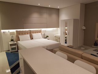 LUXURIOUS STUDIO FLAT NEAR DUBAI MALL WITH ALL FACILITIES FOR 2 TO 3 GUESTS