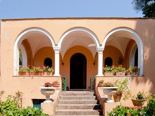 Casa Eliana, Historic Villa with Garden and Terraces in Capri