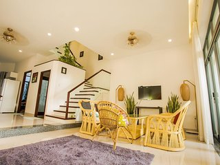 Spacious 3-bedroom Villa Near Beach