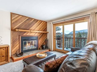 Central To All Skiing - Mountain Views - Log Burning Fireplace - Pool - Hot Tub