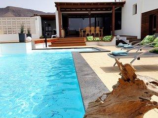 Villa Olive, 2 private Pools!! Luxus pur in einer einmaligen Wüstenlandschaft!!!