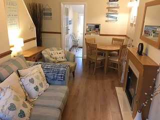 Pebble Cottage, Llandudno, Pet friendly, Wi-fi available