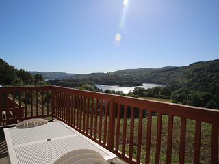 Gîte Raviège vue lac 6-8 pers, piscine commune
