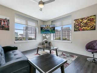Stunning 2bd/2bath condo in California Building By Hosteeva