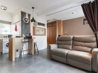 Luxury Studio-1BD 5 min MTR & 15 min CBD - HK Island