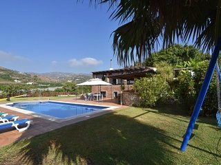 Nerja Villa Sleeps 12 with Pool - 5080296