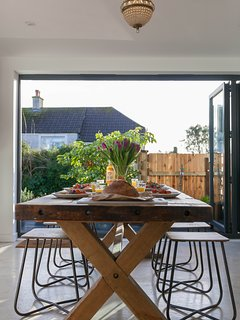 Dining room, perfect for sunny breakfasts!