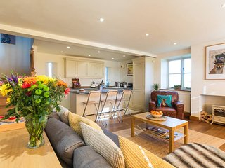 Gorgeous 2 Storey Holiday Cottage in the beautiful countryside Tetbury, Cotwolds