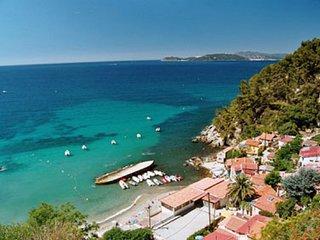 *** Beau T2 de 40 m2, terrasse avec vue mer, au calme, à 50 mètres de la plage