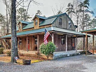 Greers Ferry Lake Home w/2 Decks, BBQ & Fire Pit!