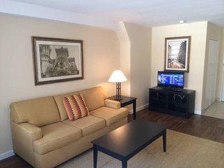 Rittenhouse Square apartment, doorman, gym, laundry facilities, gorgeous!