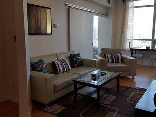 Amazing 1 Bedroom+ Office next to Union, CN Tower