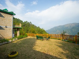 Fagunia Farmstay-Charming stone villa on stunning estate near Nainital w/ meals