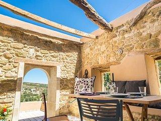 Joy: Stone Villa in the countryside - WIFI - TV