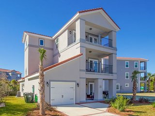 Walk to the Beach from Sand Dollar Dunes, Your Vacation Retreat w/ Pool!