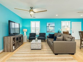 Upscale 2BR, Newly Renovated w/ Private Suites & Deck Near Beach, Shopping