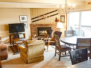 Inviting Snowmass Ski-in Lodge Within a Short Walk to the Lift  - Sleeps  6