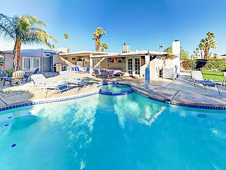 Magnificent Mountain-View Manor - Palm-Lined Private Pool, Spa & Fire Pit