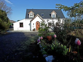 White Cottage Lauragh, Beara, stone walls, real wood fire