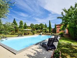 House with private pool, air conditioning 4km from town, 50km Pisa-Florence.