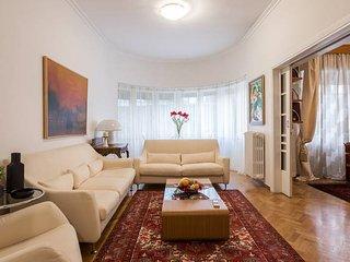 Elegant & spacious 2bdr flat in Kolonaki