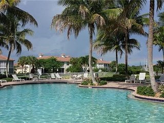 Share my Naples lake view condo, pvt. bed and bath