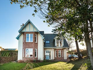 Beautifully spacious 4 bedroom seaside villa in North Berwick with sea views