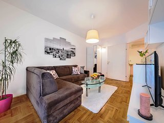 "City apartment with parking ""sherry"" for 4 persons"