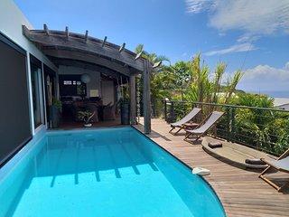 Villa moderne et spacieuse a l abri des regards avec piscine vue mer splendide