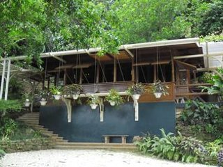 Arbor Cottages, holiday rental in Parlatuvier