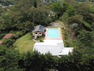 Cabaña en el Carmen con piscina grande