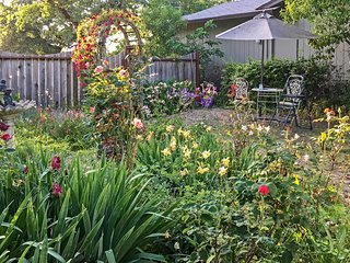 Romantic Casita w/Garden+Deck 2 Mi to Sonoma Plaza
