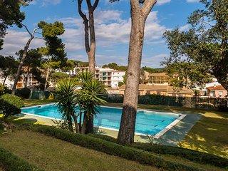 Calella de Palafrugell Apartment Sleeps 4 with Pool - 5246932